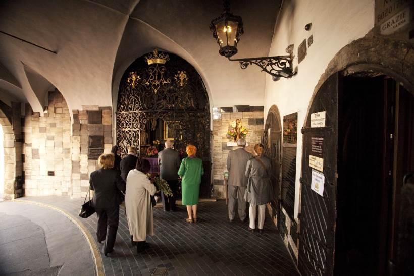 Porta di pietra – luogo di pellegrinaggio nel cuore di Zagabria