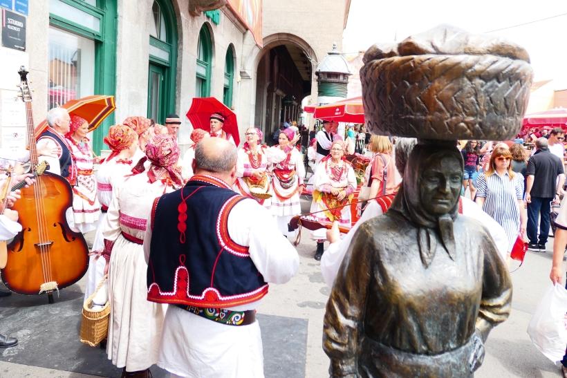 Kumica Barica – monumento alle contadine locali