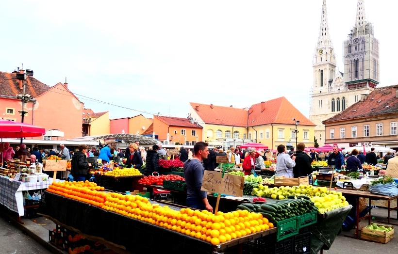Dolac -  vivace e pittoresco mercato del centro Zagabria